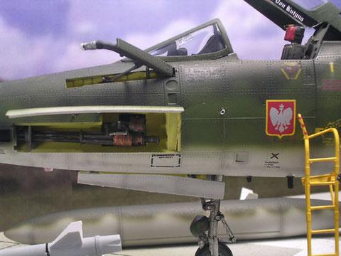 Vorbild ist eine Maschine der Polish Glider, geöffneter Kanonenschacht und Tanksonde
