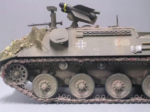 Scharfe Einsatzraketen hatten ein schwarzen Gefechtskopf, die oft auf Modellen zu sehenden blauen Köpfe kennzeichnen Manöverraketen.