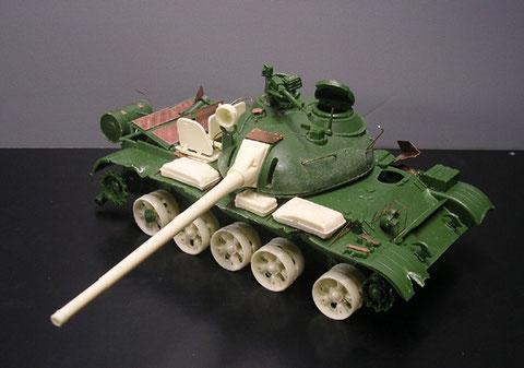 Der Umbausatz und die Bausatzkorrekturen sind deutlich beim Rohbau des T-55 zu erkennen