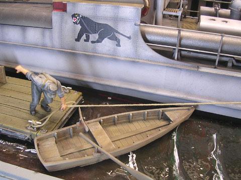 Das Ruderboot verdeutlich die Größe des S-100