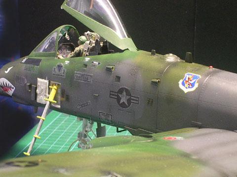 Einblick ins Cockpit durch geöffnete Kanzel