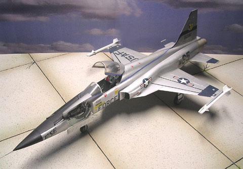 Die klassische USAF-Variante in Alu-Silber