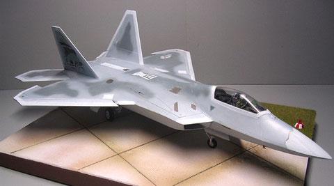 Der Bugbereich und die Flügelsymmetrie ist wesentlich anders als beim Prototyp.