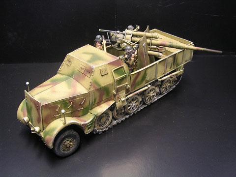 Oder die in wenigen Exemplaren gebaute Variante überpanzert mit aufgesetzter Flak 36.
