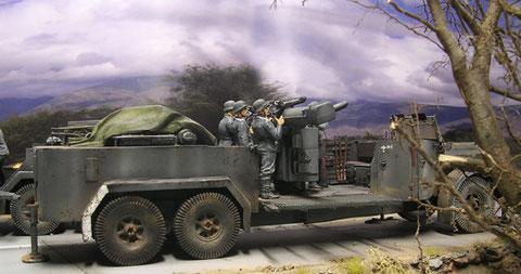 Das Kommandogerät-Fahrzeug mit gleichem Aufbau, jedoch ohne seitliche Munitionsluken.