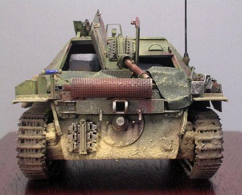 Vorlage bildete für Dragon der Jagdpanzer 38 mit der Fahrgestellnummer 321042, ausgestellt in Camp Borden, Kanada. Hier mit Blechgitter um den Auspufftopf und darunter die zusätzliche Abschleppvorrichtung.