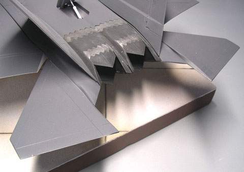 Die Höhenruder des Prototyps haben eine andere Form als das Serienmuster.