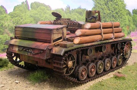 Das MG des Ladeschützen liegt in einer kleinen Panzerplatte direkt vor Luke auf.