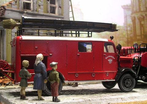 Feuerwehrwagen waren auch in die 30/40-Jahren immer äußerst gepflegt.