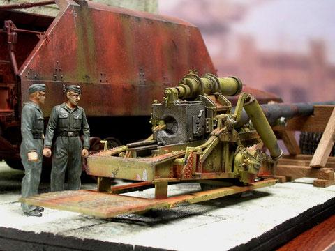 """Ein gewaltiger Verschluss """"schmückt"""" die 17cm Kanone."""