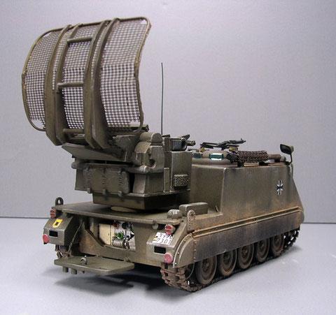 Unter dem Radargerät eingebauter zusätzlicher Generator.