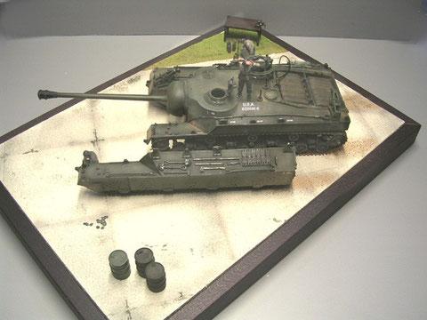 Ein kleines Diorama zeigt die Montageübung auf dem Testgelände