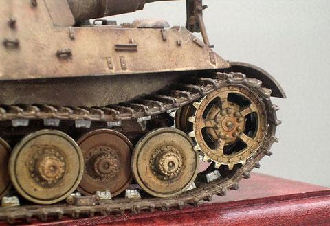 Beachte die metallenen Abriebstellen und die unterschiedliche Färbung der Laufrollen.