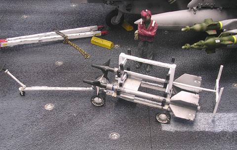 Zwei Sidewinder AML-9 auf dem Waffenwagen