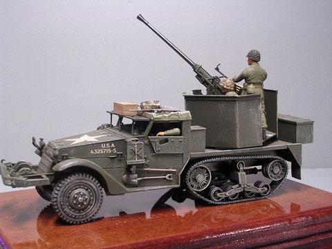 Basis Tamiya M3 Halbkette und 40mm Bofors von Azimuth mit scratchgebauten Turmumbau.
