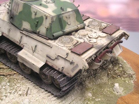 Die angerosteten Panzerplatten auf den Ansaugöffnungen zum Jaboschutz