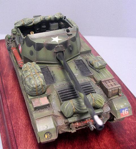 Das Motordeck mit den russgeschärzten Ansaugöffnungen-beachte den Allierten-Stern auf der Geschützabdeckung.