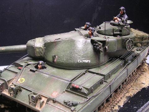 Mit enthalten eine feindetaillierte britische Panzerbesatzung