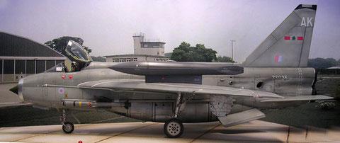 Markant für die F6-Version die Zusatztanks auf den Tragflächen, sowie der Unterrumpftank.