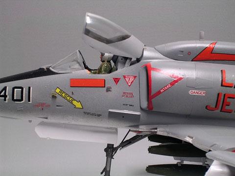 Am Flügelansatz die 20mm Bordkanonen auf jeder Seite.