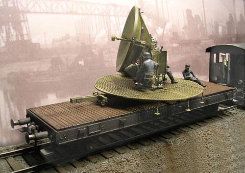 Auch das Würzburg-Gerät wurde auf Eisenbahntieflader mobil gehalten