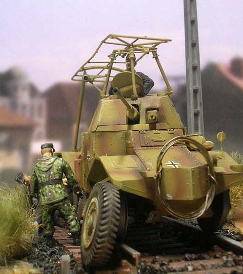 Die Straßenräder konnte nicht am Fahrzeug mitgeführt werden, sie blieben auf dem angegliederten Panzerzug.