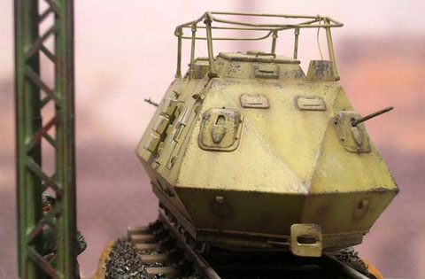 Jeweils an den Frontseiten befinden sich zwei MG-Öffnungen.