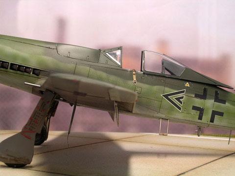Hier wird die geschlossene Rumpfoberseite besonders deutlich. Die Flügelbewaffnung von zwei MK 30 reichte aus.