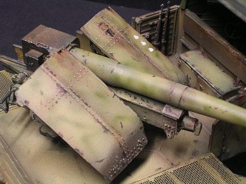 Die 12,8mm Pak von Cromwell ist aus Resin - das Schutzschild hier noch dünn genug.