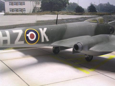 Die hinteren Austrittdüsen ähneln den Jumo-Motoren der ME 262.