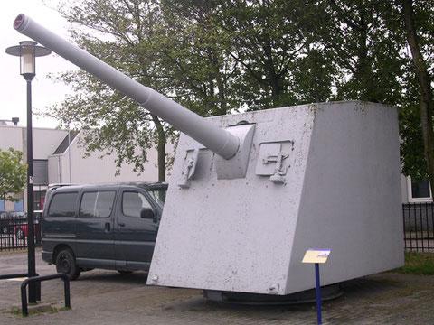 12cm Turm eines holländischen Zerstörers.
