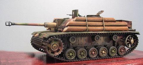 Die seitliche massive Holzpanzerung bremst zumindest den Infanteriebeschuss..