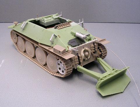 Eine Ausführung vom Januar 1945 mit 6-Loch Führungsrolle, kurzem Auspuff und Laufrollen mit reduzierter Nietenanzahl.