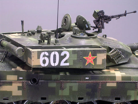Beachte die russgeschwärzten Auspuffrohre der Dieselturbine.