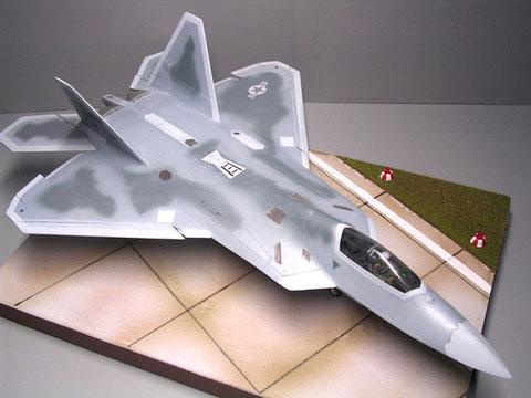 Beachte die veränderten Flügel- und Höhenruderformen.