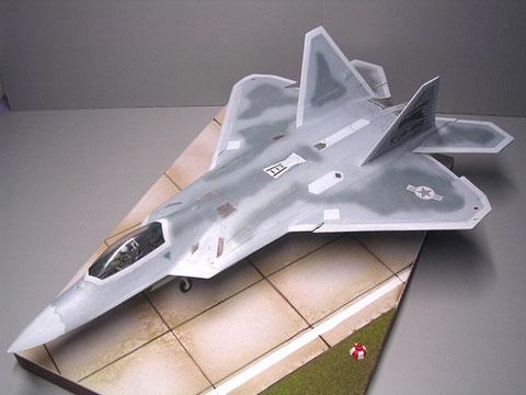 Die F-22 Raptor als Serienmodell: in der Tarnung als Luftüberlegenheitsjäger.