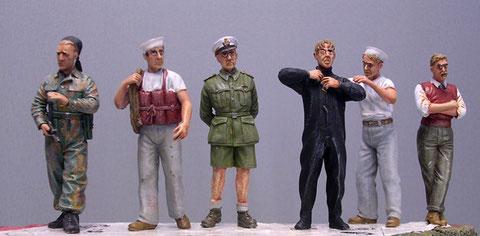 Italienische Schwarzhemden und Marinesoldaten, sowie Zivilist von Victoria Models und Wolf werden die Kaianlage schmücken.
