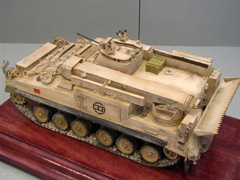 Mittig der nun wesentlich kleinere 1-Mann-MG Turm.