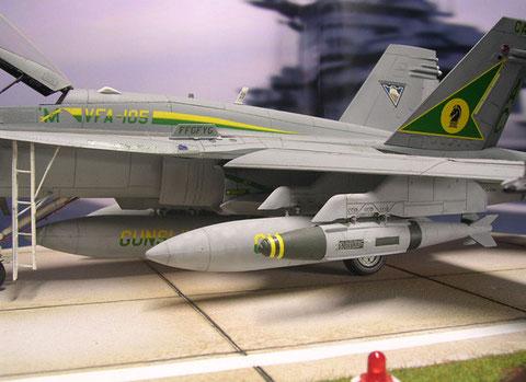 Pro Flügel zwei Außenstationen plus Flügelspitze für AA-Waffen.