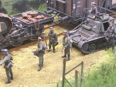 Deutsche Infanteristen des Grenadierregiments 10 folgen nach