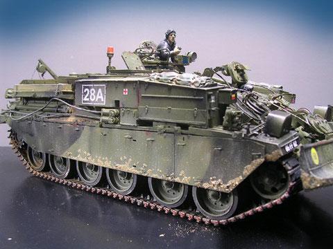 Ein Fahrzeug der britischen Rheinarmee im typisch schwarz-grünen Tarnkleid
