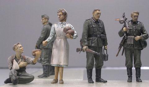 Gut passt auch das Verlinden-Pärchen aus Krankenschwester und Verwundeten zur Szene.