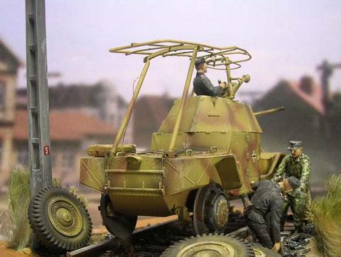 Der zukünftige Fahrzeugführer wird von Panzersoldaten beim Radwechsel eingewiesen.