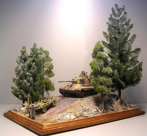 Die Baumspitzen wurden leicht angeweisst, um den gefrorenen Charakter des Dezembers einzufangen.