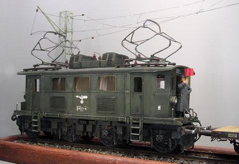 Bereit zur Abfahrt: die E45 im Reichsbahn-Look, hier ist auf etwaiges rotes Gestänge etc zu verzichten.