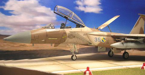 In der perfekten Wüstentarnung verschwindet die F-15 fast in der Umgebung.