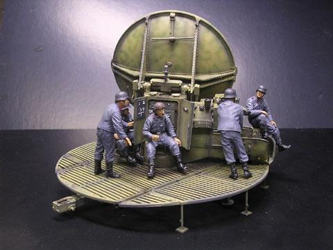Besatzung im Luftwaffendress, Gerät im typischen Sandgelb mit dünnen Tarnstreifen