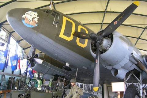 Hallo 2 beherbergt eine C-47, die militärische Variante der DC-3. Aus ihr sprangen die Fallschirmjäger im Rücken der Utah Beach in der Nacht vom 5.-6-Juni ab.
