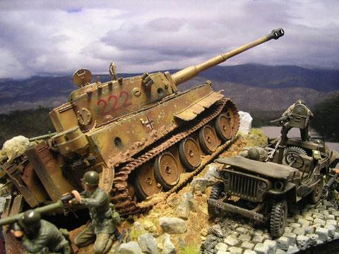 Treffer im Tiger E in Wanne und Turm