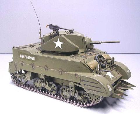 Variante M5 mit überarbeitem Aufbau und Turm - weniger Fangstellen, mehr Stauraum.